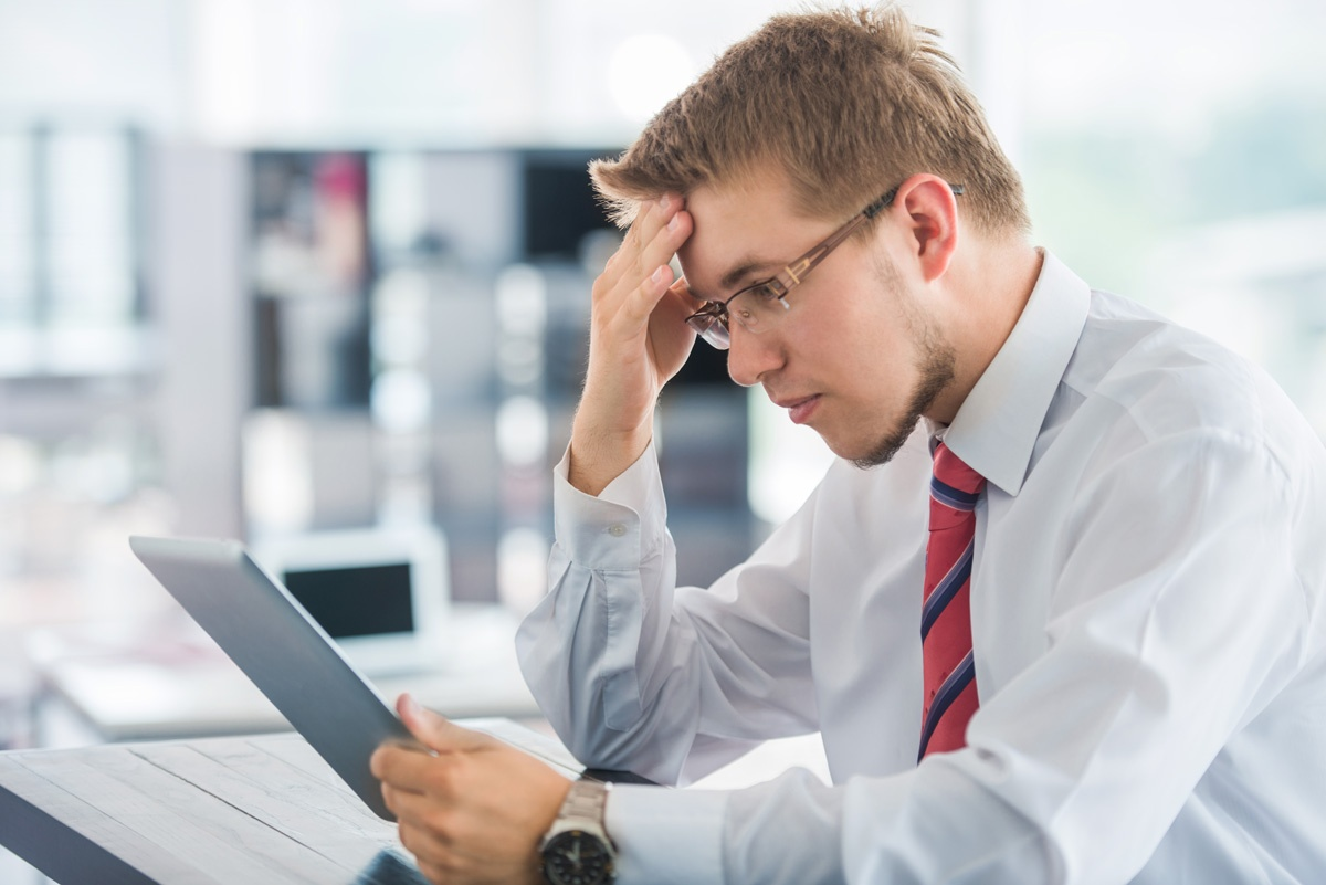 business-man-with-tablet-thinking-in-an-office_BYtjoC4i.jpg